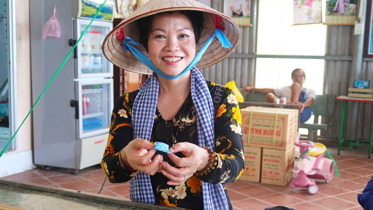 Trải nghiệm làm kẹo dừa truyền thống - Tour du lịch cù lao Thới Sơn
