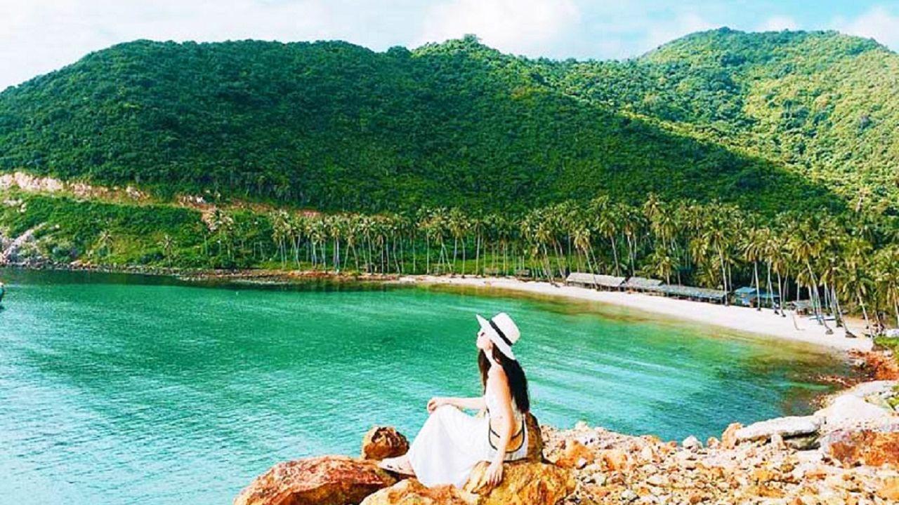 Bãi Cây Mến cực đẹp tại Nam Du