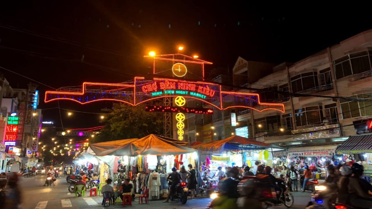 Bến Ninh Kiều có gì