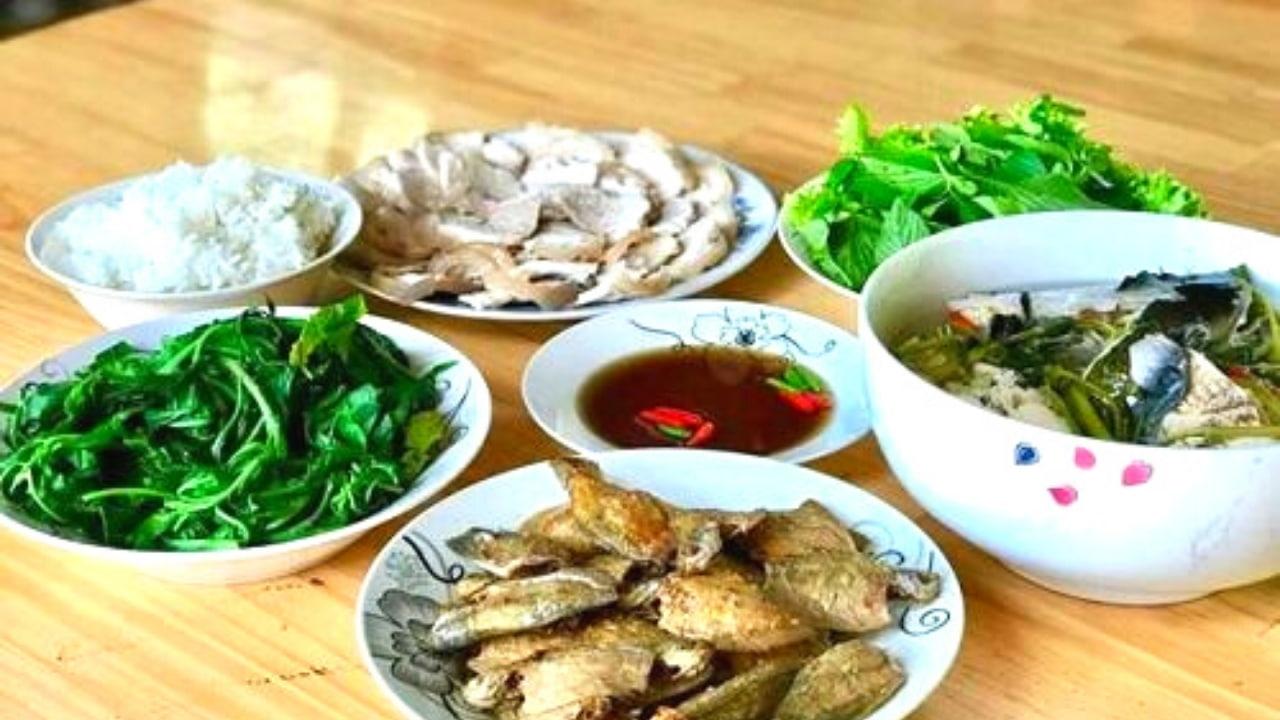 Bữa cơm ấm cúng trên Cồn Sơn