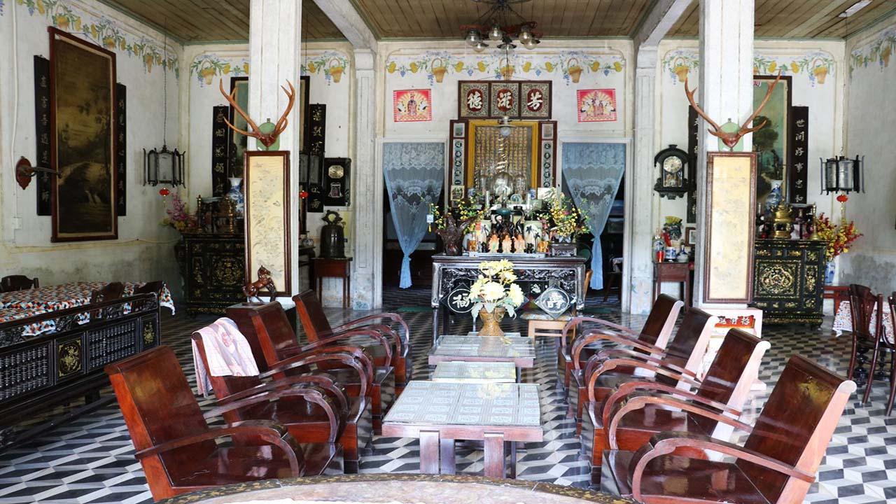 Nhiều cổ vật quý báu trong nhà cổ