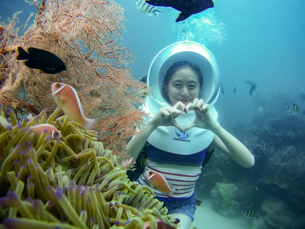 Đi bộ dưới biển Phú Quốc