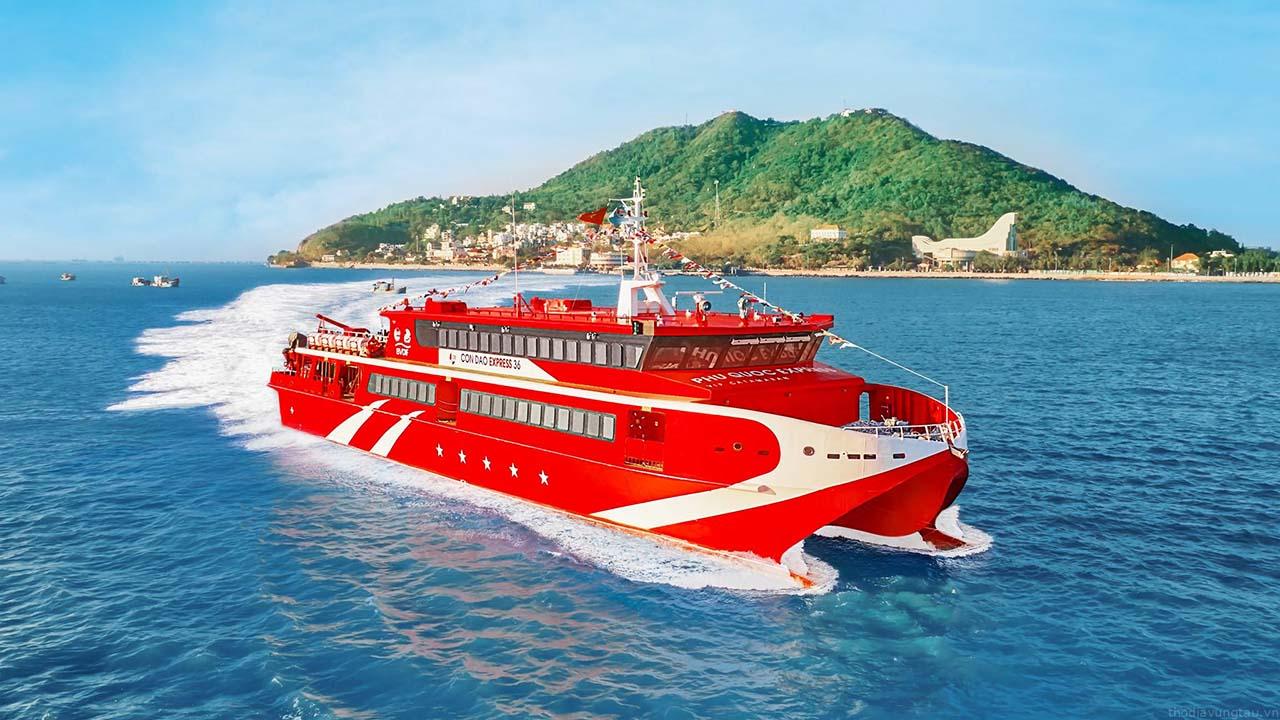 Đi tàu ra Côn Đảo