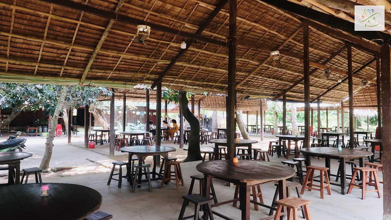 Khu Vuc Phuc Vu Quy Khach An Trai Cay Tai Vuon