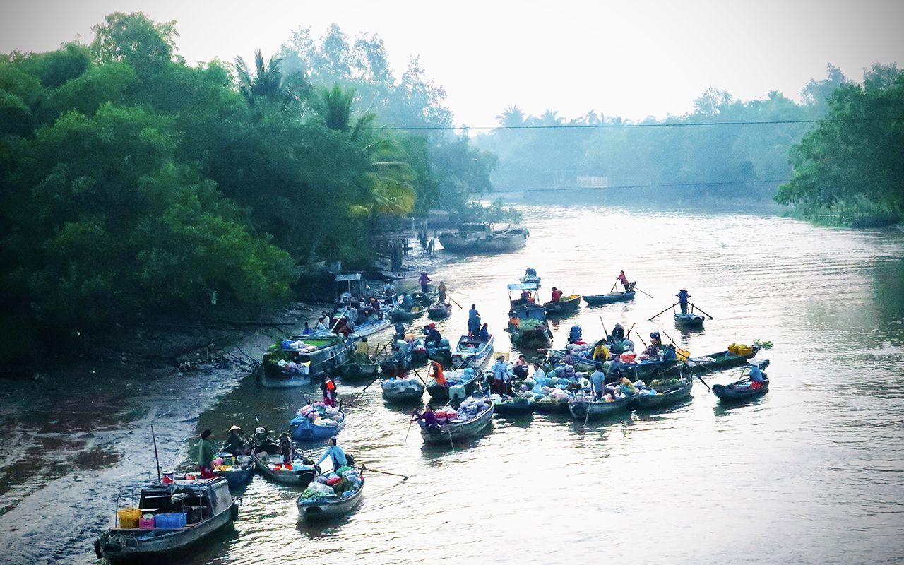 Khung cảnh nhộn nhịp trên chợ nổi Phong Điền