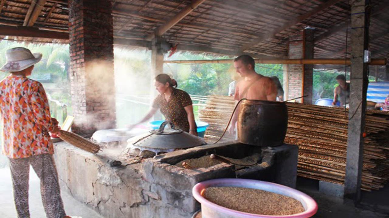 Lò hủ tiếu truyền thống nhà ông Sáu Hoài