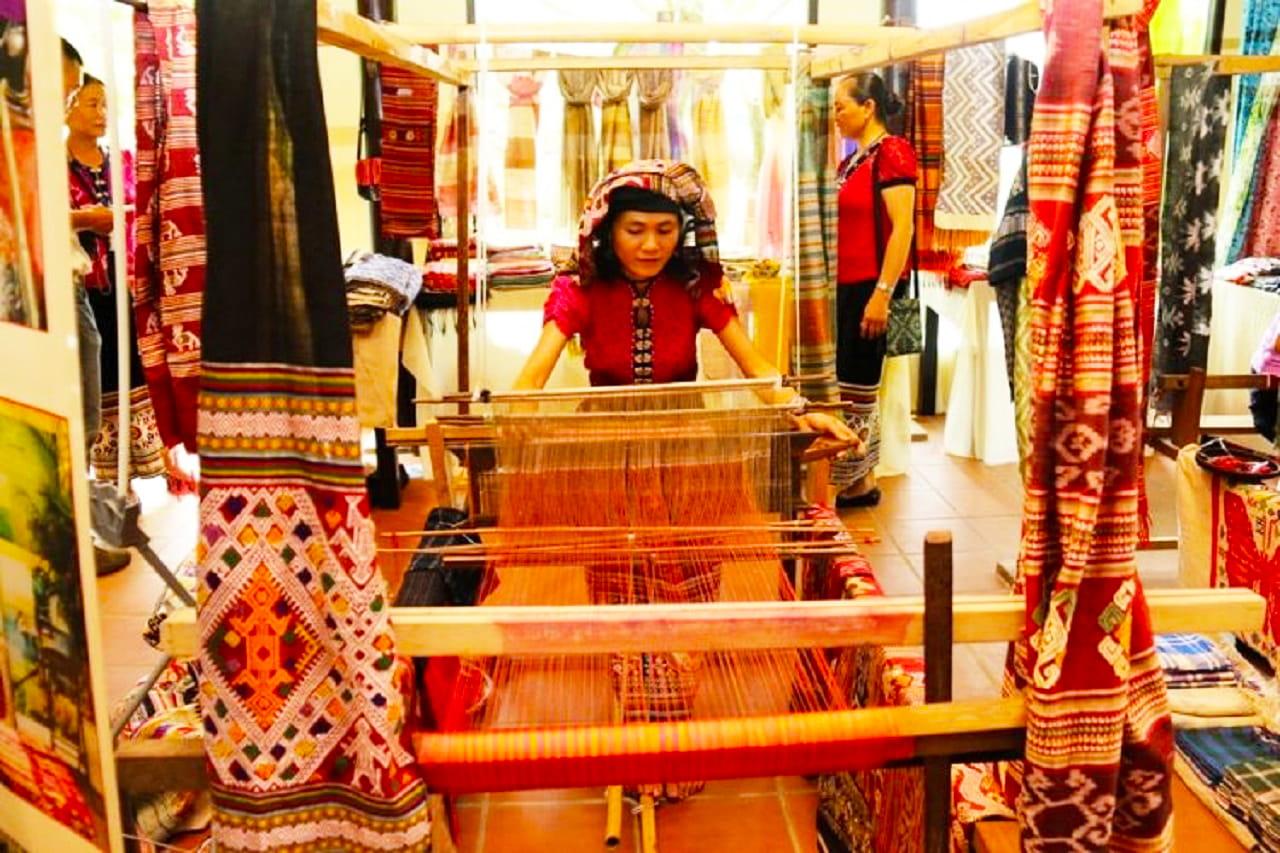 Làng nghề dệt thổ cẩm ở Châu Giang