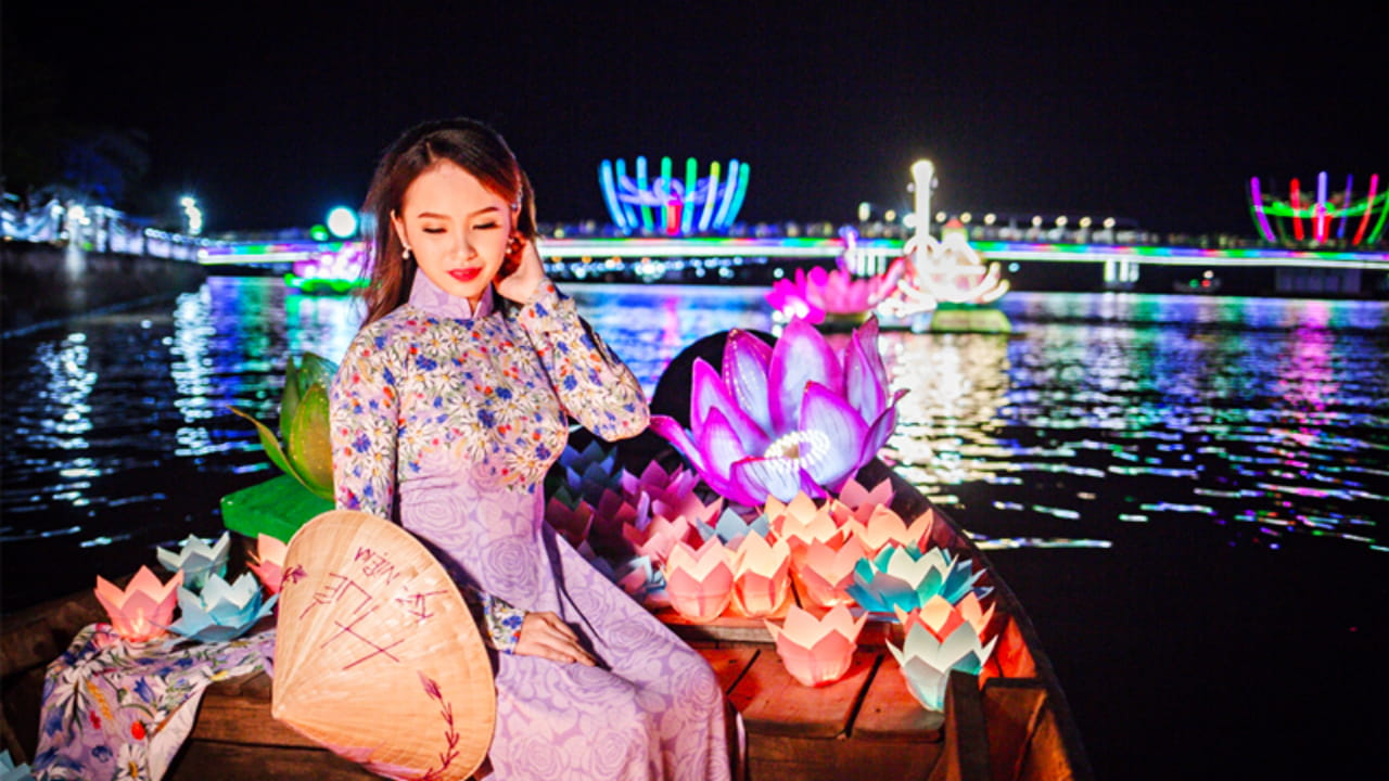 Lễ hội tại Bến Ninh Kiều