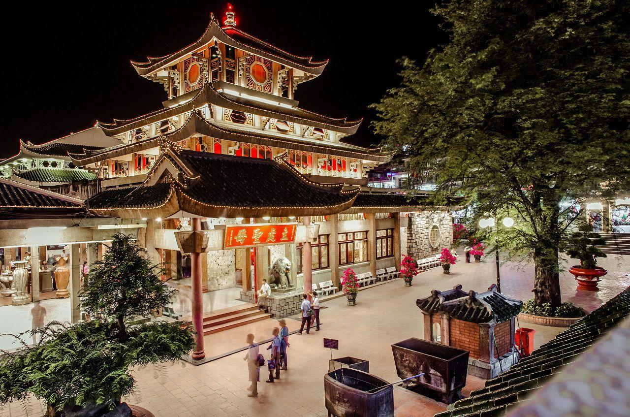 Vẻ đẹp của Miếu Bà Chúa Xứ về đêm - tour Châu Đốc 2 ngày 1 đêm