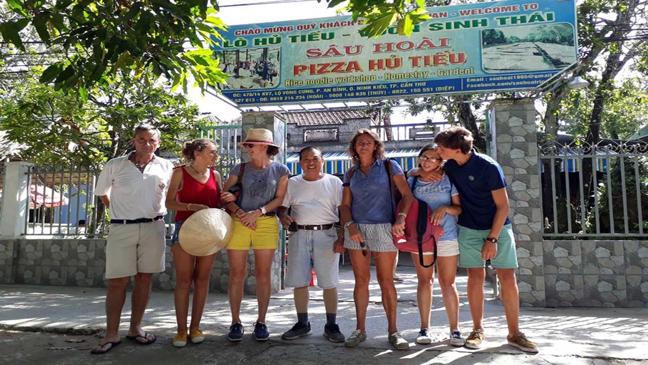 Pizza hủ tiếu Sáu Hoài ở Cần Thơ