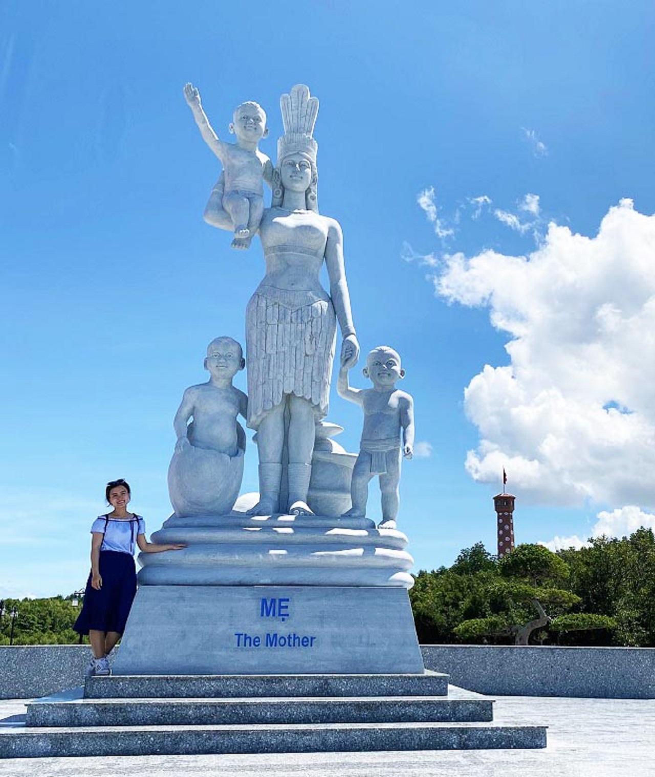 Tượng Mẹ Âu Cơ tại Cà Mau - tour du lịch Cần Thơ Cà Mau 4 ngày 3 đêm