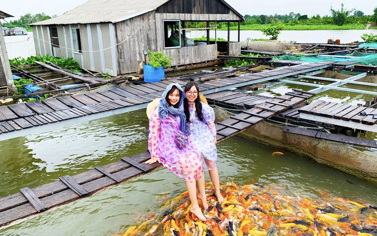Tour Cần Thơ 2n1d - Chụp ảnh tại làng cá bé Cồn Sơn