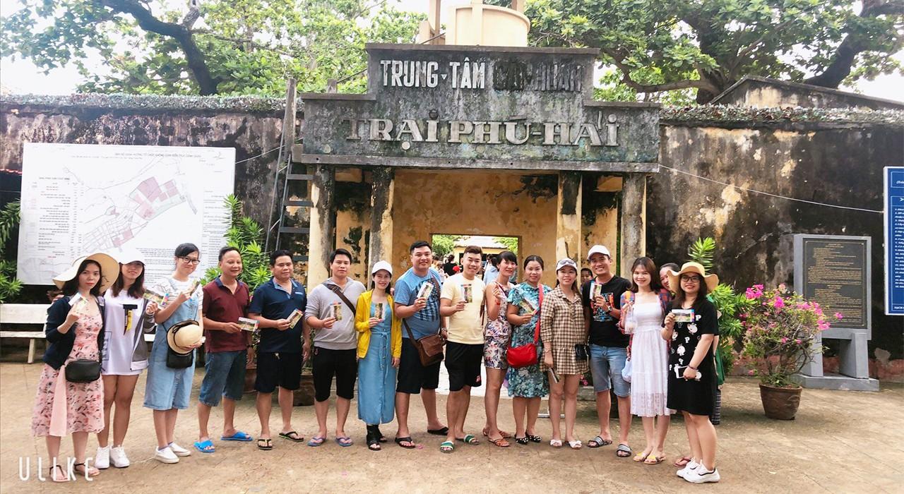 Tham quan trại Phú Hải