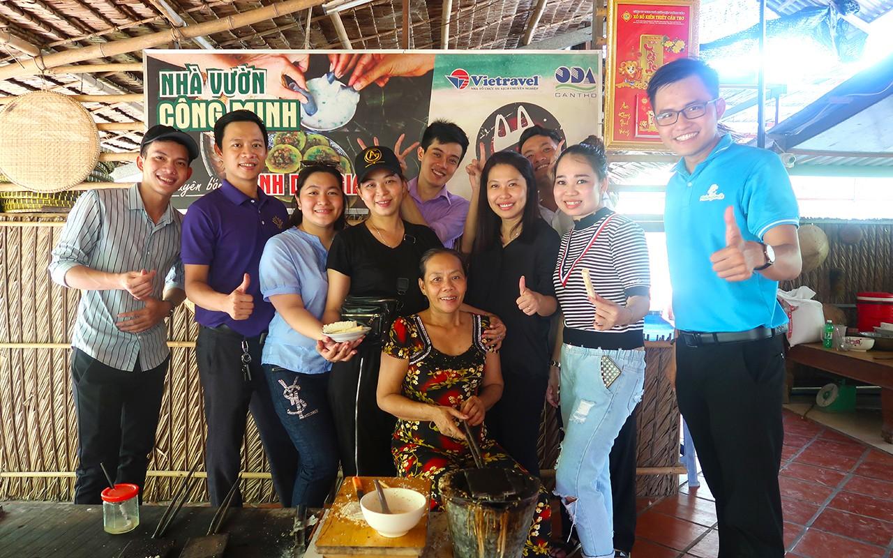 Trải nghiệm làm bánh dân gian với người địa phương tại Cồn Sơn
