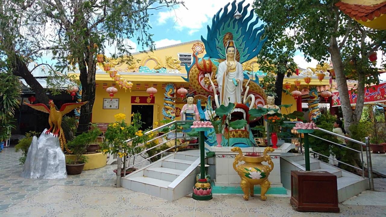 Tượng Phật ở chùa Đất Sét