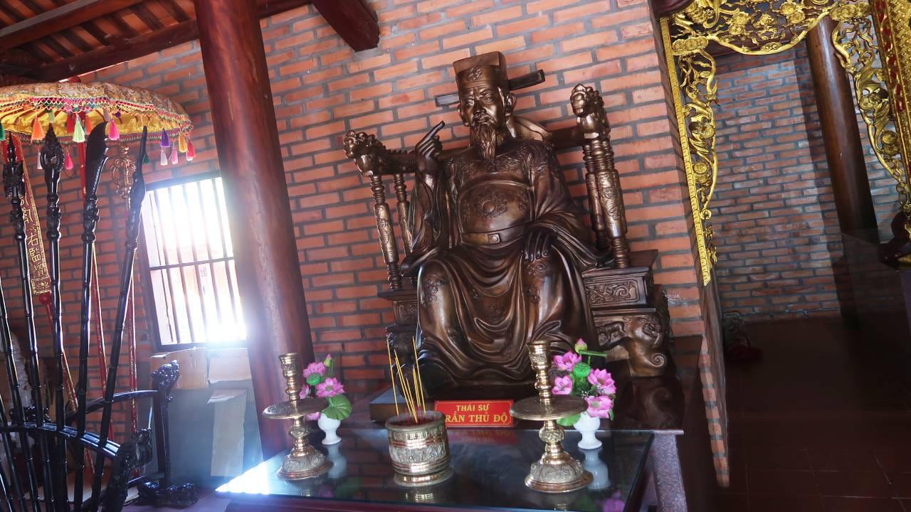Tượng thờ Trần Thủ Độ