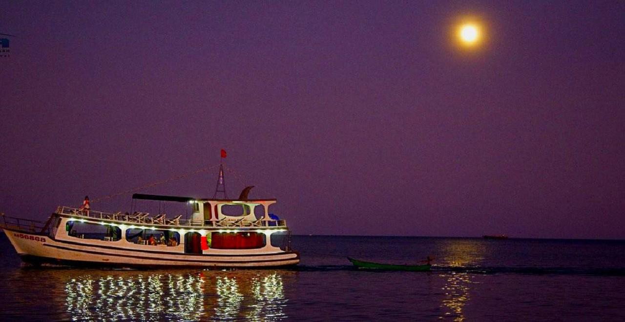 Vẻ đẹp của biển Phú Quốc về đêm